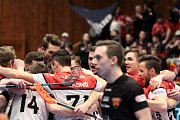 Znojemští florbalisté (v bíločervených dresech) přivítali na domácí palubovce tým brněnských Bulldogs.