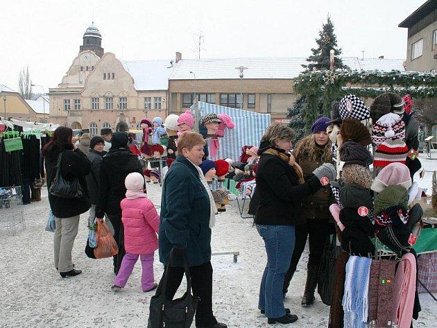 Vánoční strom řemesel a předvánoční trhy v Miroslavi.