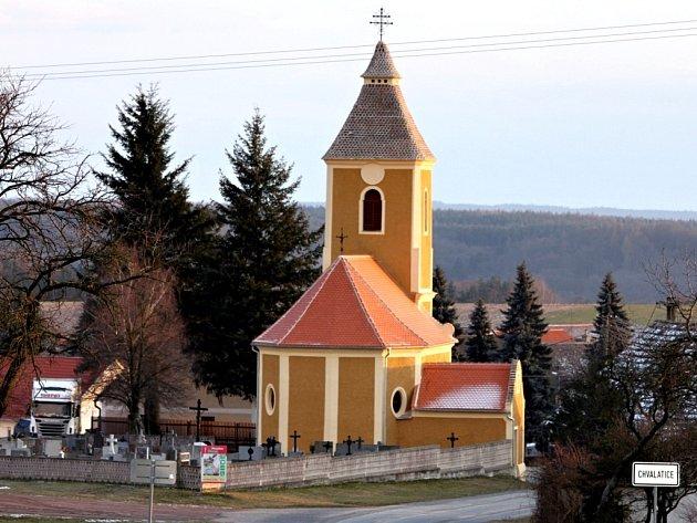 Kostel Nalezení sv. Kříže v Chvalaticích na Znojemsku.