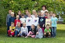 Žáci 1.B Základní školy Tasovice s paní učitelkou Anežkou Kuchaříkovou