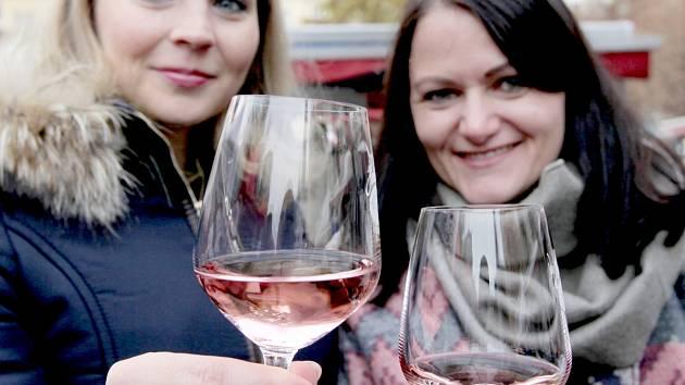 Růžové víno mají rády především ženy.