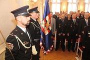 Desítky policistů i několik policistek ocenili jejich nadřízení za dobrou práci i za věrnost policejnímu sboru.