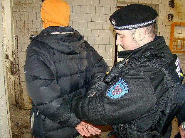 Znojemští strážníci chytili tři sprejery při činu.