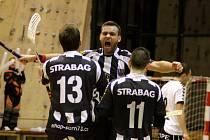 Nejdříve prohrávali 0:2 a nakonec zvítězili 7:3, tak rozehráli znojemští florbalisté čtvrtfinálovou partii play-off první ligy s Hattrickem Brno.