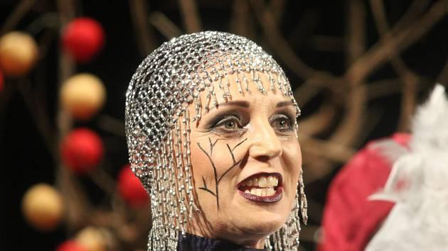 Divadelní studio Martiny Výhodové se připravilo na 1. dubna premiéru veršovaného pohádkového příběhu tajemství kouzelné jabloně.