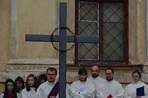 Bohoslužbu za oběti komunismu a politické vězně připravila na sobotní dopoledne u příležitosti státního svátku loucká farnost.