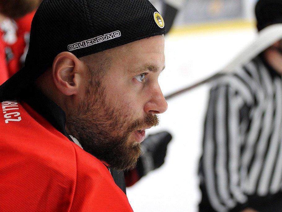 Hokejový brankář Orlů Marek Schwarz.