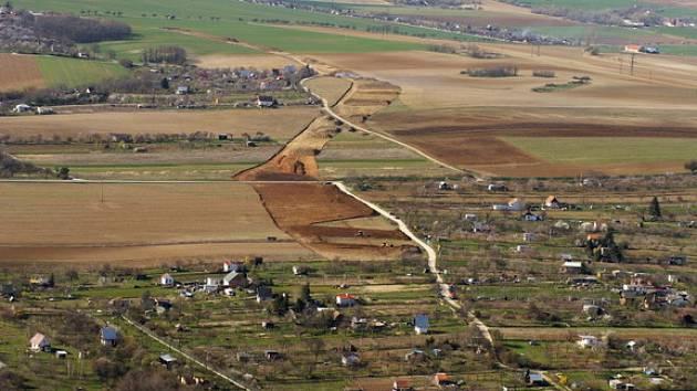 Letecké fotografie budování znojemského obchvatu.