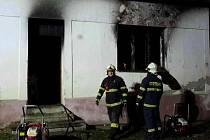 Při pondělním nočním požáru v Oleksovicích zemřely tři děti, čtyři dospělí se zranili.