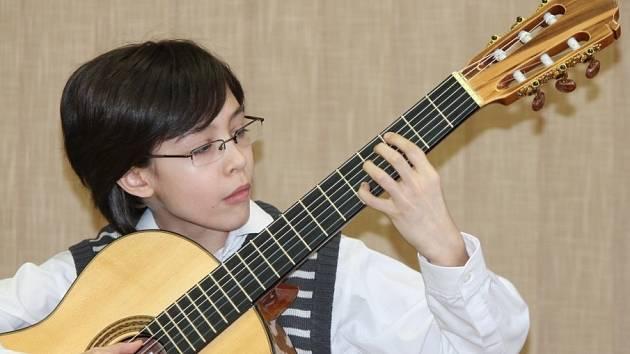 Jednadvacet mladých kytaristů se včera dopoledne účastnilo okresního kola národní kytarové soutěže