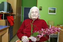 Božena Tržilová, která žije v domově důchodců ve Skalici, slaví sto let.