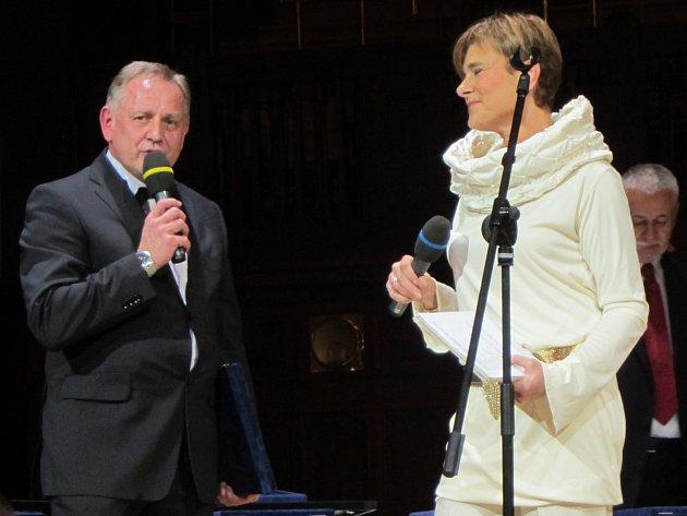 Ředitel znojemské školy Libor Hanzal převzal významné ocenění.
