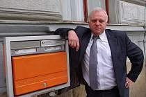 Pětačtyřicet let profesního života spojil se znojemskou poštou Vítězslav Krejčí.