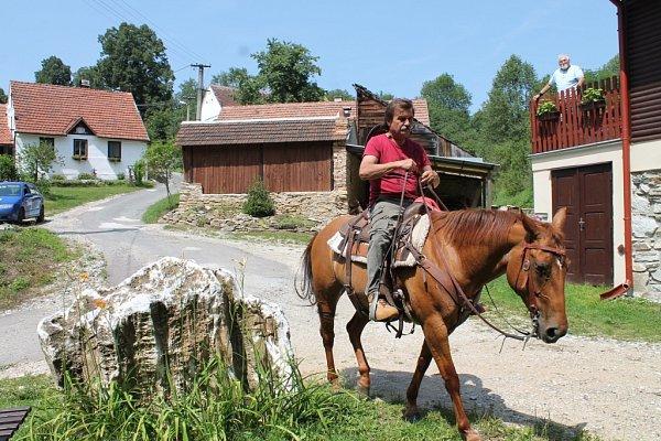 Obec Zblovice na západě Znojemska je vyhlášenou chalupářskou vsí.