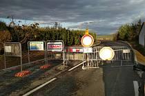 Silnici druhé třídy číslo 409 mezi Vratěnínem a Uherčicemi budou stavbaři opravovat až do června roku 2020.
