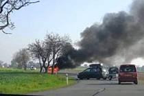 Ve čtvrtek po poledni hořelo mezi Znojmem a Načeraticemi osobní auto.