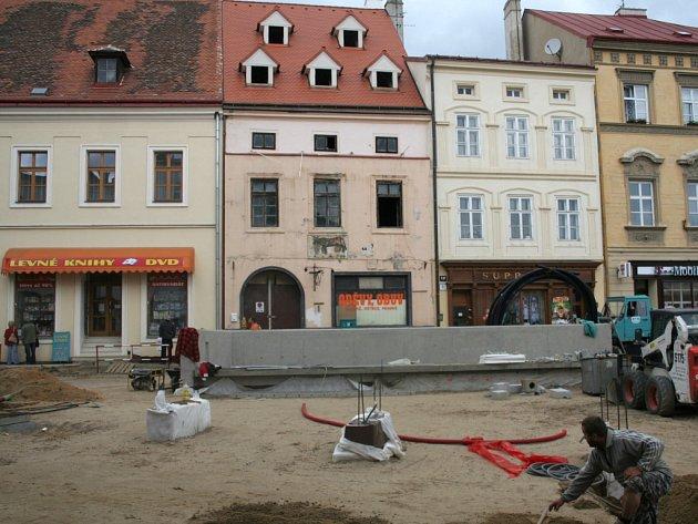 Vstup do veřejných záchodků na Horním náměstí.