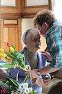 Obyvatelka Domova pro seniory v Jevišovicích Františka Medunová oslavila sté narozeniny. Popřát ji přišli starostové Jevišovic a Černína, vedení domova a řada dalších hostů.
