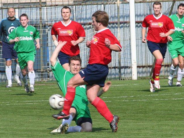 Miroslav (v červeném) podlehla lídrovi divize Dědicím