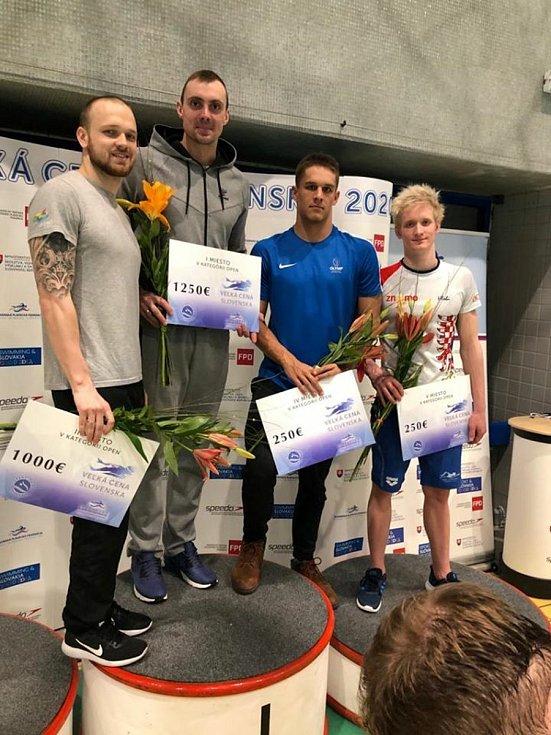 Znojemští plavci uspěli o prvním březnovém víkendu na Velké ceně Slovenska v Bratislavě. Adam Hlobeň je český reprezentant (zcela vpravo)