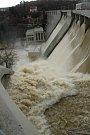 Vranovská přehrada při povodni před 15 lety.