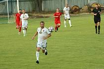 Fotbalisté Tasovic (v bílém) podlehli Hodonínu ve třetím hraném utkání letošní sezony divize D 1:4.