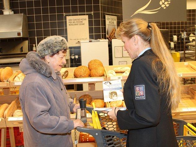 Před kapsáři varovali v adventním čase policisté zákazníky jednoho z obchodních řetězců ve Znojmě.