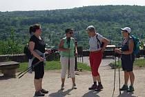 Na vycházku z Retzu do Znojma vyrazily v sobotu dvě stovky turistů.