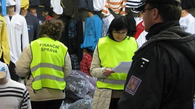 Zátah na tržnici v Hatích. Ilustrační foto.