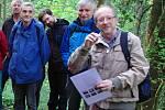 Velkopáteční vycházka se znojemským geologem Jaroslavem Šmerdou (vpravo). Ilustrační foto.