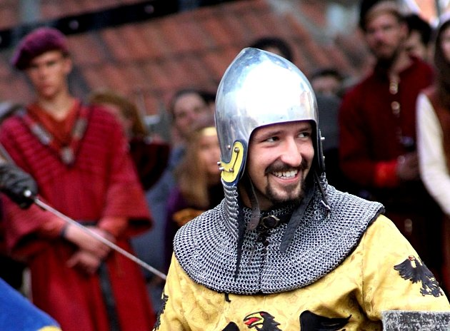 Velkolepou podívanou na Znojemském historickém vinobraní byl kostýmovaný průvod a historická scéna, která připomněla návštěvu krále Jana Lucemburského ve Znojmě.