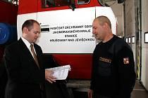 Hejtman Hašek si prohlédl hrušovanskou hasičskou stanici