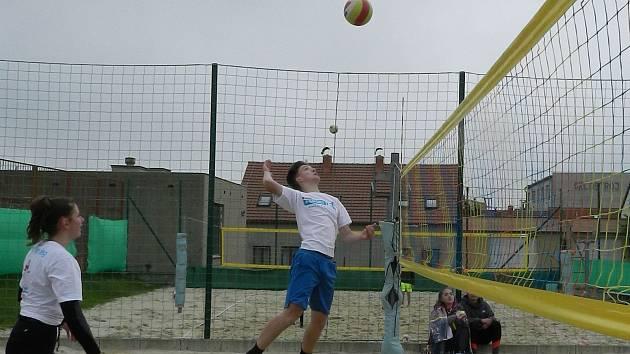 """Sezonu turnajů """"Beach Open"""" odstartovali volejbalisté z Přímětic druhou květnovou sobotu."""