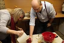 Zástupyně americké ambasády zavítaly při návštěvě Znojma do rodinné firmy Boudových, která vaří marmelády.