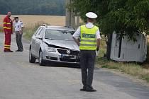 Dodávka Dacia se srazila s Passatem v neděli po poledni u znojemského Hradiště na výjezdu k Mašovicím.