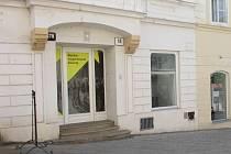 Na Obrokové ulici měl původně vzniknout archiv, radnice jej však zřídí na náměstí Armády. Prostory nyní zřejmě nabídnoz znovu k pronájmu.