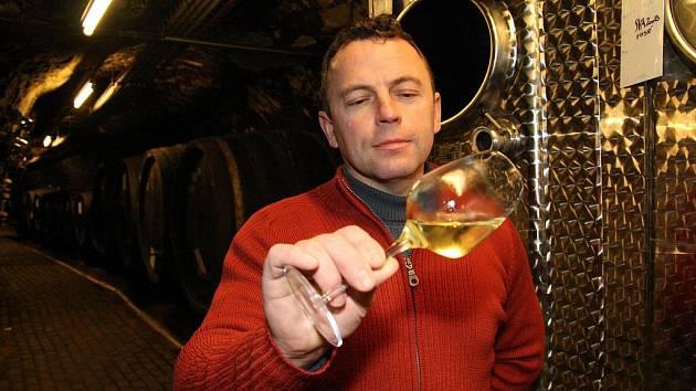 Významnou vinařskou společností Znojemska je Vinařství Waldberg Vrbovec s.r.o. Již desátým rokem se jako sklepmistr snaží zúročit vinařské geny a tradici ing. Pavel Filipovszki.