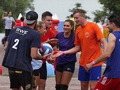 Jedenáctý ročník volejbalového turnaje smíšených dvojic na pláži Vranovské přehrady.