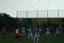 Přesně devadesát minut stačilo znojemským fotbalistům, aby drtivě převálcovali celek SV Horn. Kvůli průtrži mračen sudí běžný hrací čas nenastavovali.