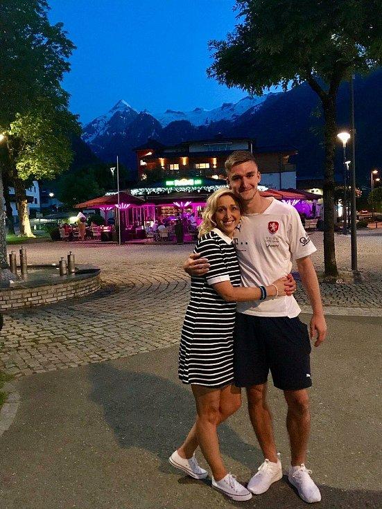 Maminka Martina Trmalová svého syna Matouše (vpravo) má ráda. Cestuje za ním na každý záps reprezentace do 21 let.