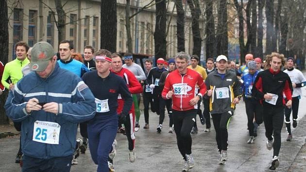 Devětadvacátý ročník Vánočního běhu se zapíše do historie rekordním počtem závodníků, na trať se jich postavilo celkem osmdesát.