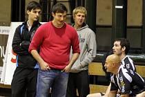 Ani jeden z trojice trenérů (na fotografii zleva Jan Šťastník, Filip Vítek a David Mahr) nebude přítomen derby s Hattrickem Brno. Všichni se nacházejí v zahraničí.