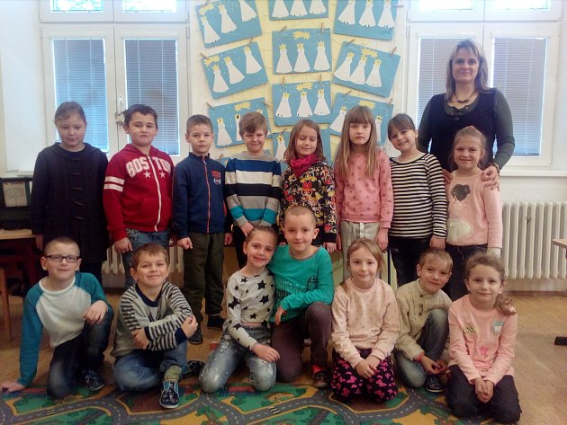 Žáci první třídy Základní školy Dyjákovice. Třídní učitelkou je Dagmar Bartošková.
