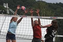 Sedmašedesát družstev žen a mužů se zúčastnilo 43. ročníku volejbalového turnaje Vranovské léto. Vyhrály týmy Los Zewlos a Zdarec
