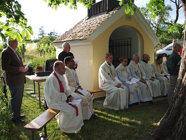 Ke společné modlitbě se již posedmadvacáté sešli věřící z Rakouska i Moravy na poutním místě Heiligerstein nedaleko Hnanic.
