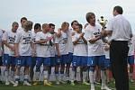Fotbalisté Znojma slaví svůj úspěch.