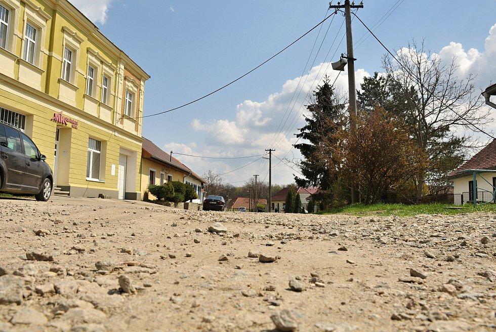 V Litobratřicích na Znojemsku dokončí kanalizaci a čistírnu odpadních vod na podzim, stát bude přes sto milionů korun.  Opraví také rozkopané cesty