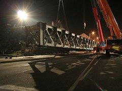 22:00 Most je ve vzduchu (Demontáž železničního mostu přes Vídeňskou ulici)