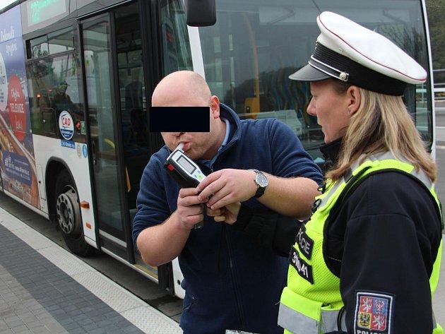 Tristní výsledek kontrol: Tři řidiči autobusů sedli za volant pod vlivem