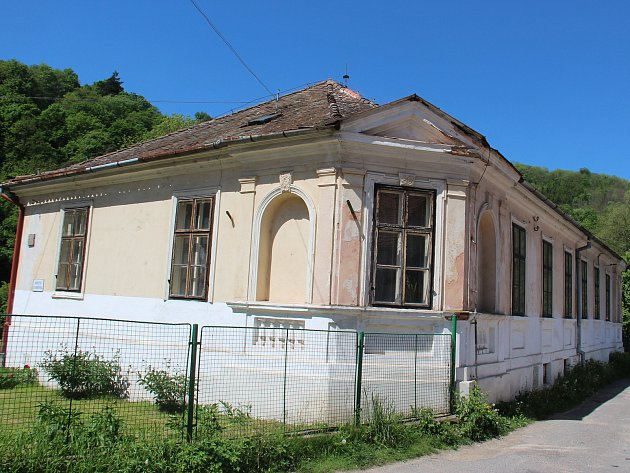 Budova knihovny ve Vranově nad Dyjí je podle zastupitelů v příliš špatném stavu, proto uvažují o její demolici.